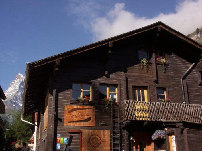 Skifahren & Snowboarden mit günstigem Hostel in Zermatt - The Matterhorn Hostel